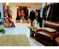 per chiusura Boutique stock abbigliamento più arredamento